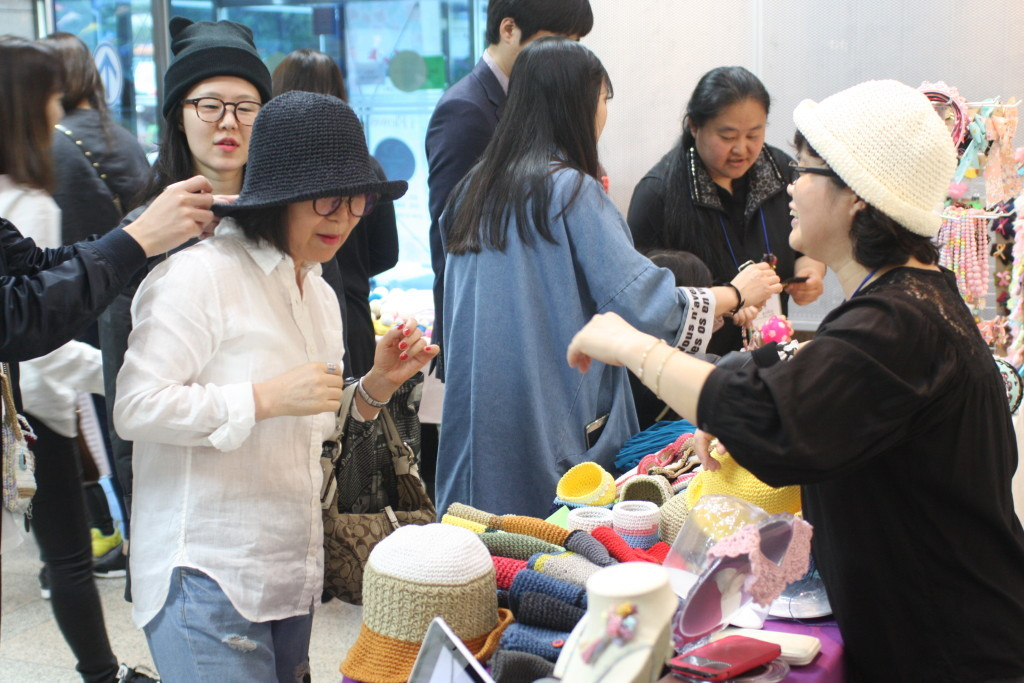 The Third Art Flea Market by the Gyeong Cultural Foundation (12)